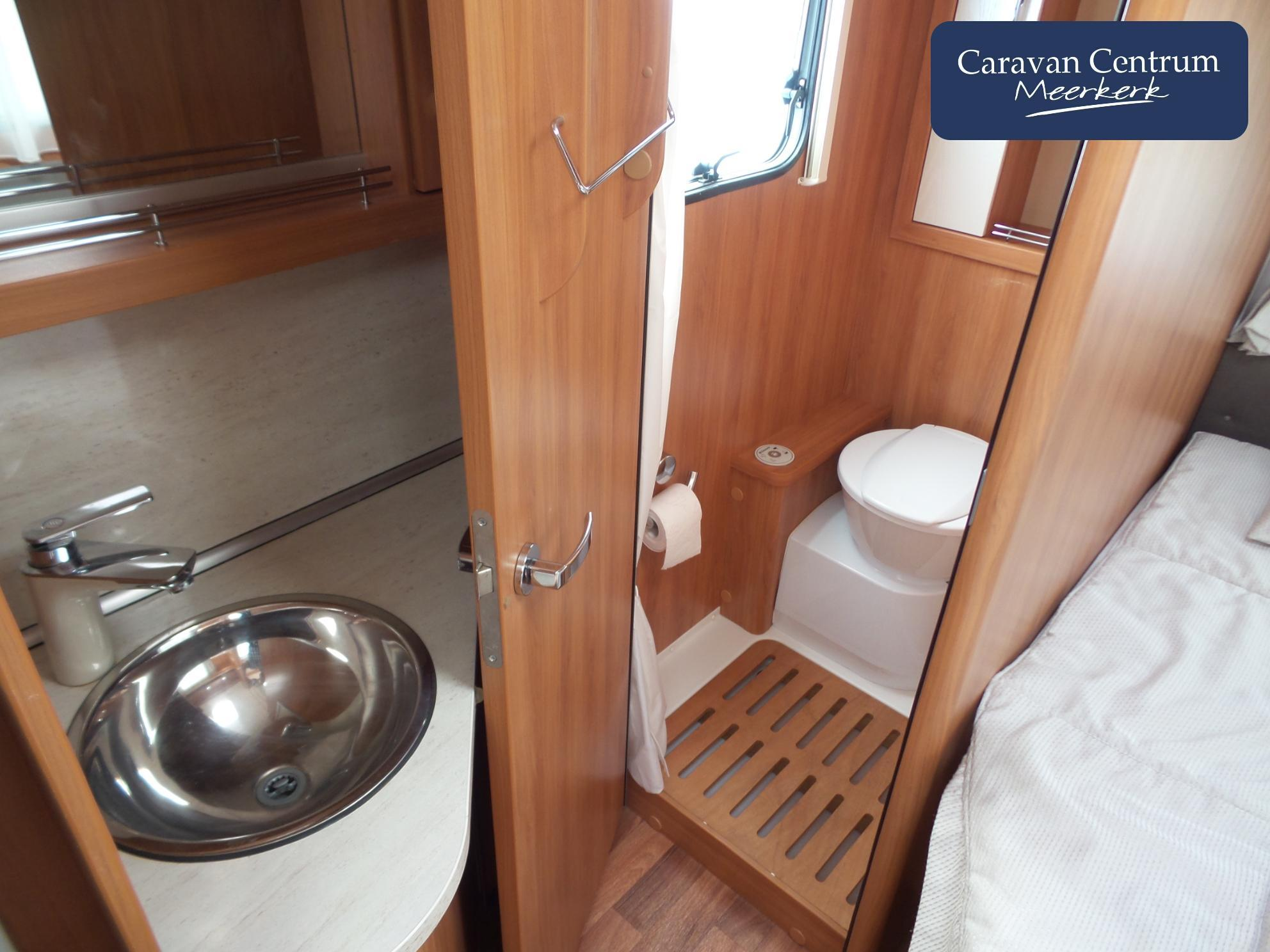 Foto van Eriba Nova Luxus Line 465 + Mover