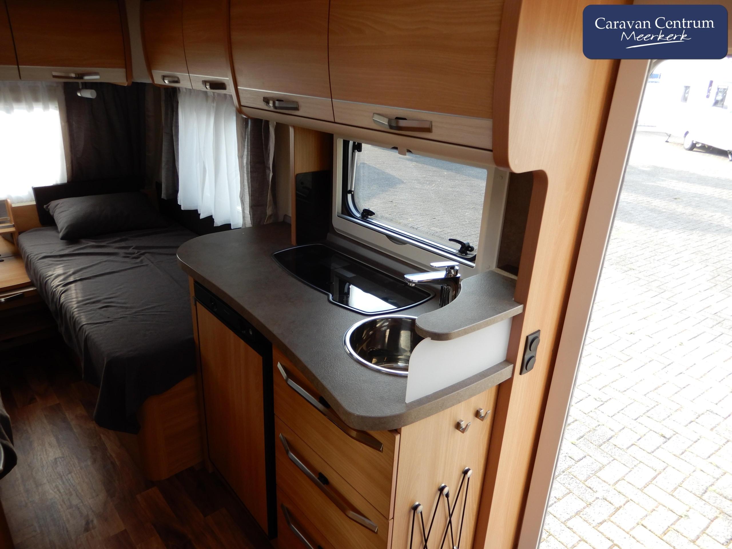 Foto van Knaus Sudwind Silver Selection 460 EU + Mover en ronde luifel